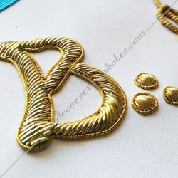 symboles, signes maçonniques de Memphis Misraim, rite de Venise, décors de franc maçonnerie, bijoux or, dorés.
