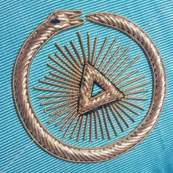 ouroboros brodé or, décors et symboles maçonniques du rite memphis misraim.  , triangle, soleil serpent or