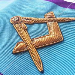 Cordon maçonnique de maître du rite Memphis Misraim, turquoise 0 bords violets pourpres décors, symboles équerre et compas FM