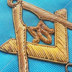 Symboles et signes de franc maçonnerie RMM. Triangle, croix d'Ankh, oeil d'Orus, équerre compas et acacia. Décors maçonniques
