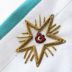 Tablier maçonnique de Vénérable Maitre RF Groussier. Décors franc-maconnerie, loges bleues, étoile, satin blanc