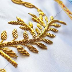 Décors maçonniques, tablier de vénérable du rite français traditionnel, colonnes, branche d' acacia brodée au fil d'or