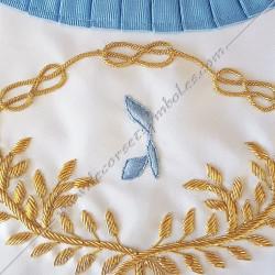 Décors maçonniques, tablier de vénérable du rite français traditionnel, symboles de franc maçonnerie brodés