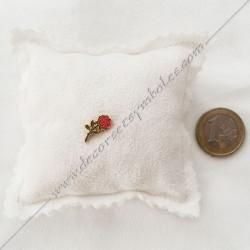 Pin's Rose rouge doré à l'or fin. Décors, symboles et signes maçonniques. Accessoires, bijoux de franc maçonnerie, FM