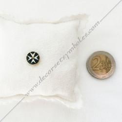 pin's crois de malte doré à l'or fin, noir et blanc. Décors, symboles et signes maçonniques. Bijoux de franc maçonnerie