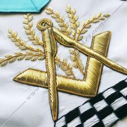 tablier maçonnique de véné du rite français, décors franc-maconnerie, acacia, équerre, compas, pavé mosaïque, or