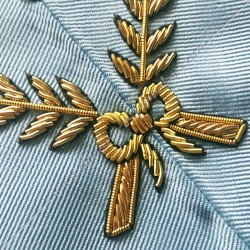 Secrétaire, sautoir d'officier du rite français moderne, acacia, décors maçonniques, bijoux, franc maçonnerie, loges bleues, RFM