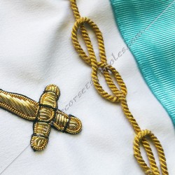 tablier maçonnique, vénérable, rite français, décors franc-maconnerie, broderies, lac d'amour, satin blanc, épée