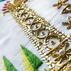 Tablier maçonnique de Vénérable Maitre RF. Décors franc-maconnerie, équerre, compas, dorés, cadeaux, bijoux, colonne