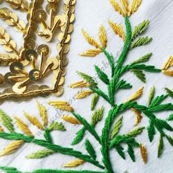 Tablier maçonnique de Vénérable Maitre RF. Décors franc-maconnerie, équerre, compas, branche, feuilles, acacia
