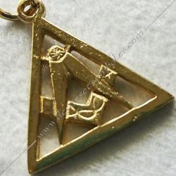 pendentif triangle equerre compas, bijou maconnique or, colliers décors et cadeaux de franc maconnerie, symboles et signes FM