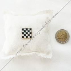 pin's-epinglette-pins-maconniques-pave-mosaique-damier-noir-blanc-decors-cadeaux-bijoux-franc-maconnerie-fm