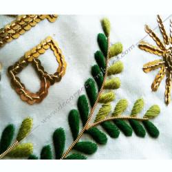 Tablier maçonnique de Vénérable Maitre du REAA. Décors franc-maconnerie, symboles, branche acacia, M et B dorés
