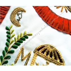 Tablier maçonnique de Vénérable Maitre du REAA. Décors franc-maconnerie, symboles, branche acacia, M et B dorés, lune