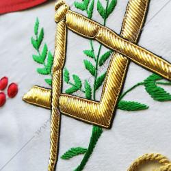 Tablier maçonnique de Vénérable Maitre du REAA. Décors franc-maconnerie, équerre, compas, feuilles acacia, lac d'amour