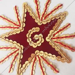 symboles maçonniques, équerre et compas, étoile rouge dorée fil d'or,  décors franc maçonnerie, accessoires, gants, bijoux or