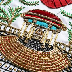 Tablier Vénérable Maitre du REAA. Mozart. Décors franc-maconnerie, équerre, compas, feuilles acacia, temple, colonnes, bijoux or