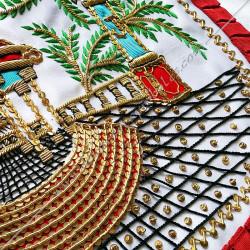 Tablier Vénérable Maitre du REAA. Mozart. Décors franc-maconnerie, équerre, compas, branches acacia, temple, bijoux or