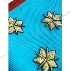 Cordon de Maitre du REAA, symboles brodés, cadeaux prestiges, temple, pavé mosaïque, myosotis. Décors maçonniques, bijoux
