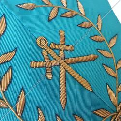 Maître des cérémonies, sautoir du REAA décors maçonniques, broderies, bijoux or, acacia, franc maçonnerie