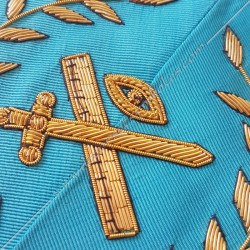 Grand expert, sautoir du REAA décors maçonniques, broderies, bijoux or, acacia, franc maçonnerie