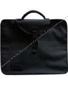 Sacoches, mallettes, sacs, accessoires maçonniques pour les décors de
